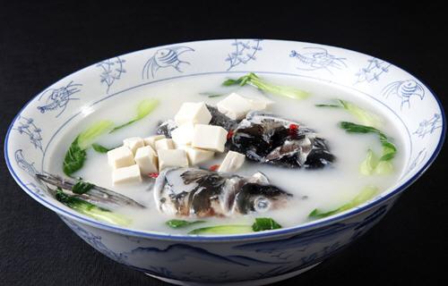 鱼头汤要煮多久?鱼头汤多长时间会煮白