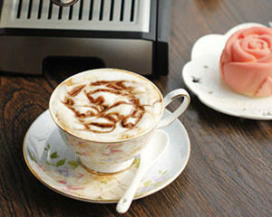 咖啡机做卡布奇诺咖啡