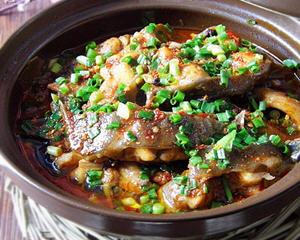水煮泡椒鲶鱼的做法_图解好吃的水煮泡椒鲶鱼怎么煮