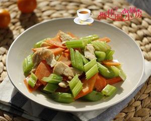 西芹胡萝卜炒鸡片的做法_图解好吃西芹胡萝卜炒鸡片怎么做