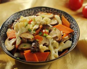 香菇花菜炒胡萝卜