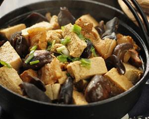 香菇木耳冻豆腐烧肉