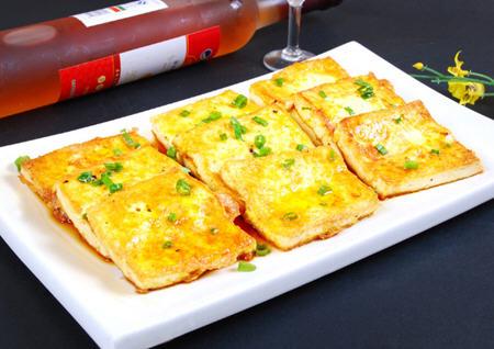 如何煎豆腐不碎?在家怎样煎豆腐不粘锅不碎的技巧